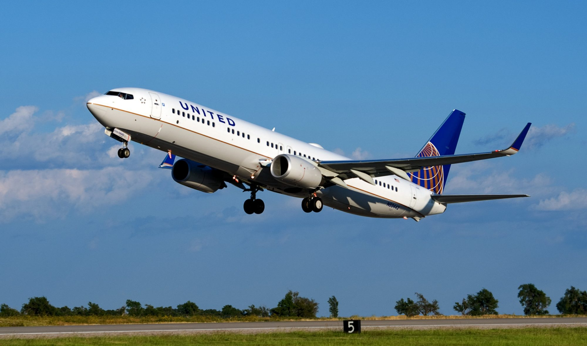 United Flight Status: How To Check, Benefits, Tracking Status And More